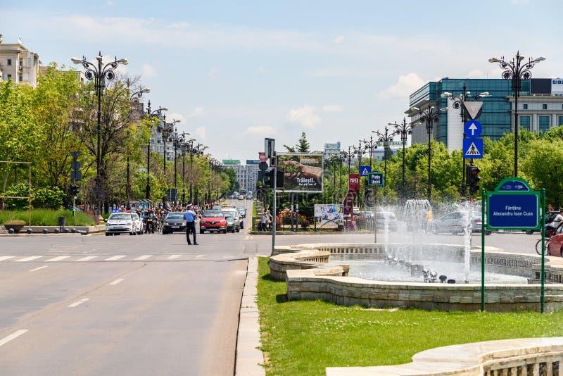 Τετραγωνικά πηγή ένωσης και σπίτι του παλατιού ανθρώπων ή του Κοινοβουλίου στο Βουκουρέστι στοκ φωτογραφία με δικαίωμα ελεύθερης χρήσης