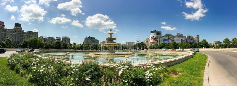 Τετραγωνικά πηγή ένωσης και σπίτι του παλατιού ανθρώπων ή του Κοινοβουλίου στο Βουκουρέστι στοκ εικόνες