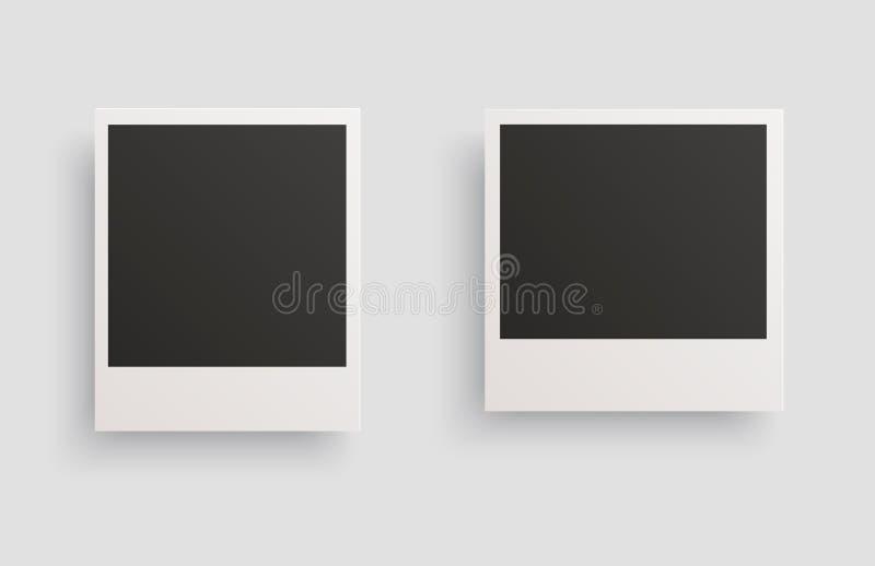 Τετραγωνικά πλαίσια φωτογραφιών Polaroid με τις σκιές που απομονώνονται σε ένα άσπρο υπόβαθρο r ελεύθερη απεικόνιση δικαιώματος