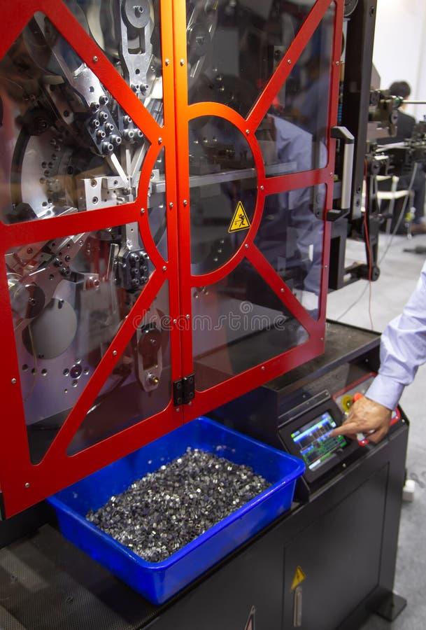 Τετραγωνικά πλυντήρια πιάτων ελέγχου εργαζομένων στοκ φωτογραφία με δικαίωμα ελεύθερης χρήσης
