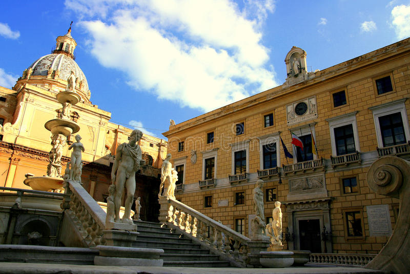 τετραγωνική πόλη της Ιταλί& στοκ φωτογραφίες