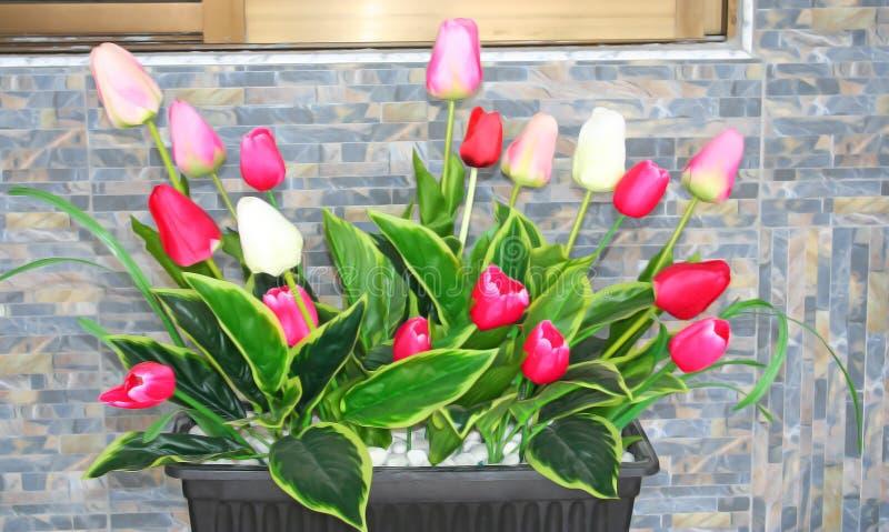 Τεχνητά λουλούδια στον πίνακα στοκ εικόνα με δικαίωμα ελεύθερης χρήσης