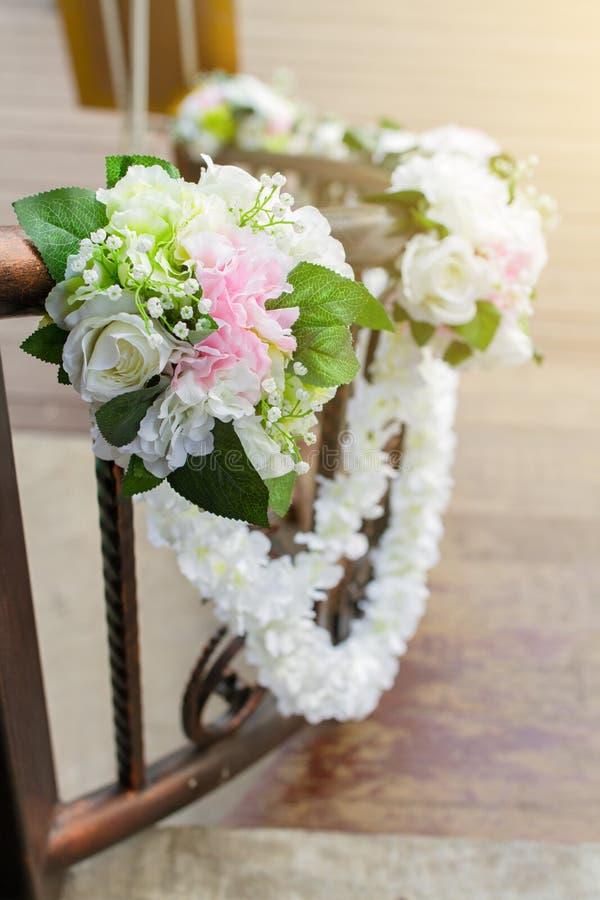 Τεχνητός ή πλαστός αυξήθηκε ανθοδέσμη λουλουδιών εξωραΐζει στοκ φωτογραφίες με δικαίωμα ελεύθερης χρήσης