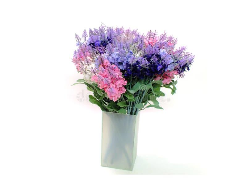 Τεχνητό lavender ανθίζει την ανθοδέσμη στο άσπρο υπόβαθρο στοκ εικόνες