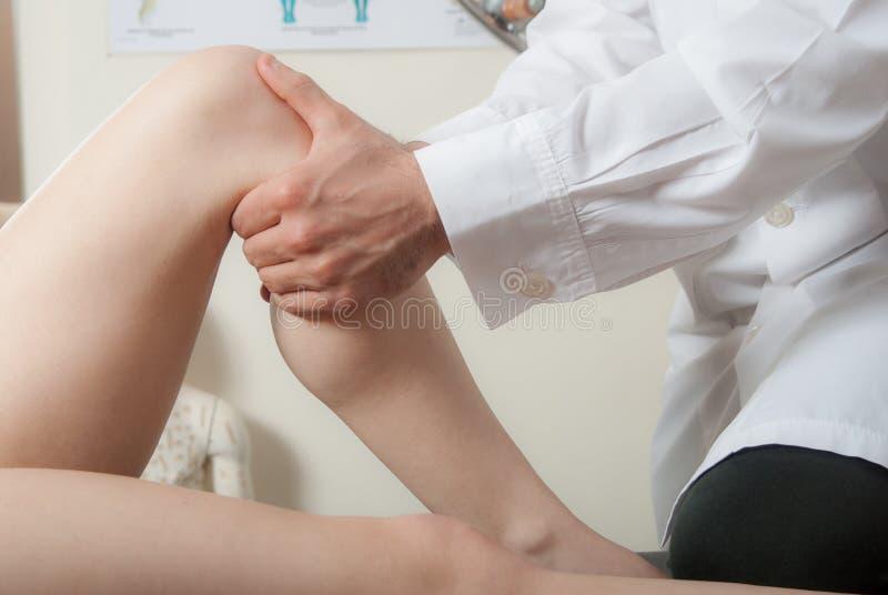 Χειρωνακτικές, φυσιο και τεχνικές θεραπείας διενεργηθείσες στοκ εικόνες
