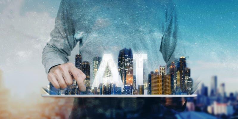 Τεχνολογία τεχνητής νοημοσύνης, ένα άτομο που χρησιμοποιεί την ψηφιακή ταμπλέτα, με το σύγχρονα ολόγραμμα κτηρίων και το Α Ι απεικόνιση αποθεμάτων