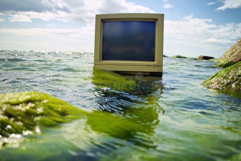 Τεχνολογία υπολογιστών και ωκεανός στοκ φωτογραφία