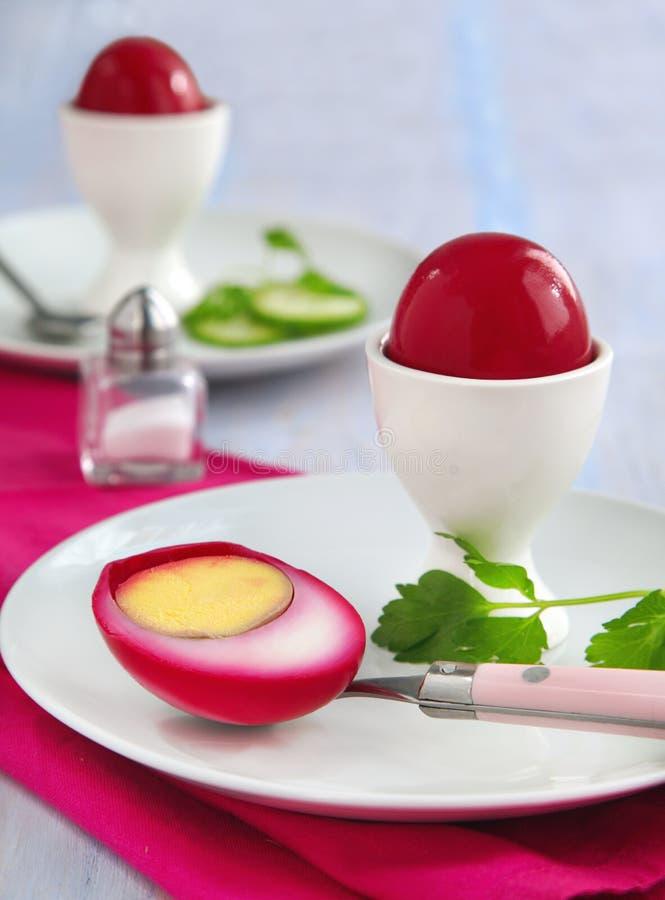 Τεύτλο-παστωμένα αυγά στοκ φωτογραφία με δικαίωμα ελεύθερης χρήσης