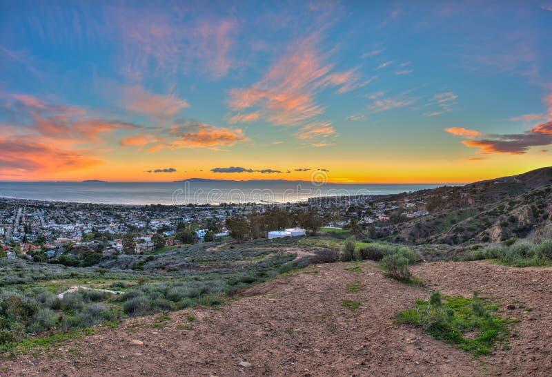 Τελευταίο ηλιοβασίλεμα νησιών πέρα από την πόλη Ventura στοκ εικόνες με δικαίωμα ελεύθερης χρήσης