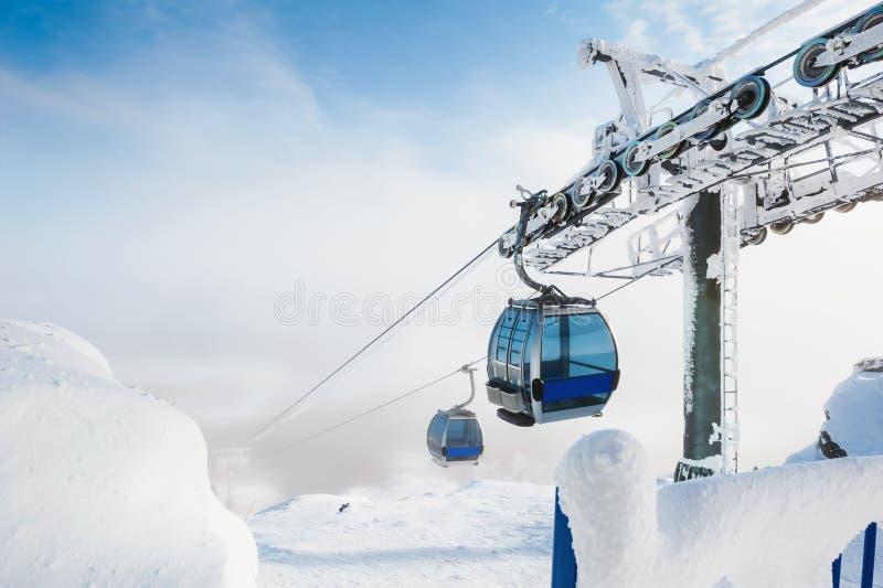 Τελεφερίκ στο χιονοδρομικό κέντρο στοκ φωτογραφία