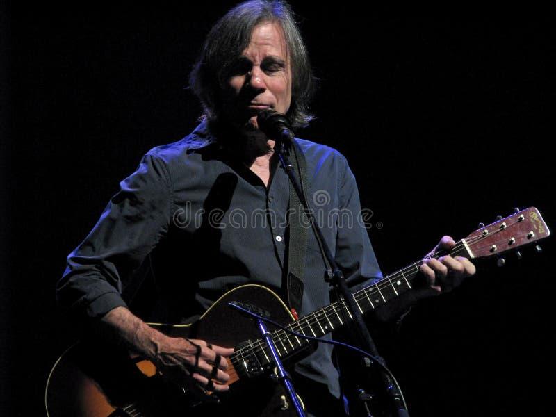 Τζάκσον Browne στη συναυλία στοκ εικόνα