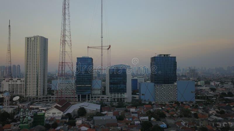ΤΖΑΚΆΡΤΑ - Ινδονησία 09 Ιουλίου 2018: Εναέρια άποψη της ατμοσφαιρικής ρύπανσης που καλύπτει την πόλη της Τζακάρτα την ώρα της δύσ στοκ φωτογραφίες