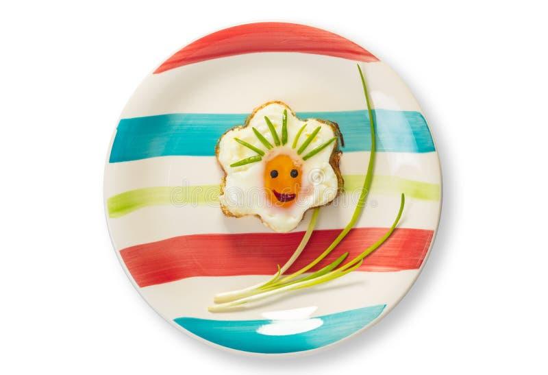 Τηγανισμένα αυγά με μορφή ενός λουλουδιού στοκ φωτογραφία με δικαίωμα ελεύθερης χρήσης