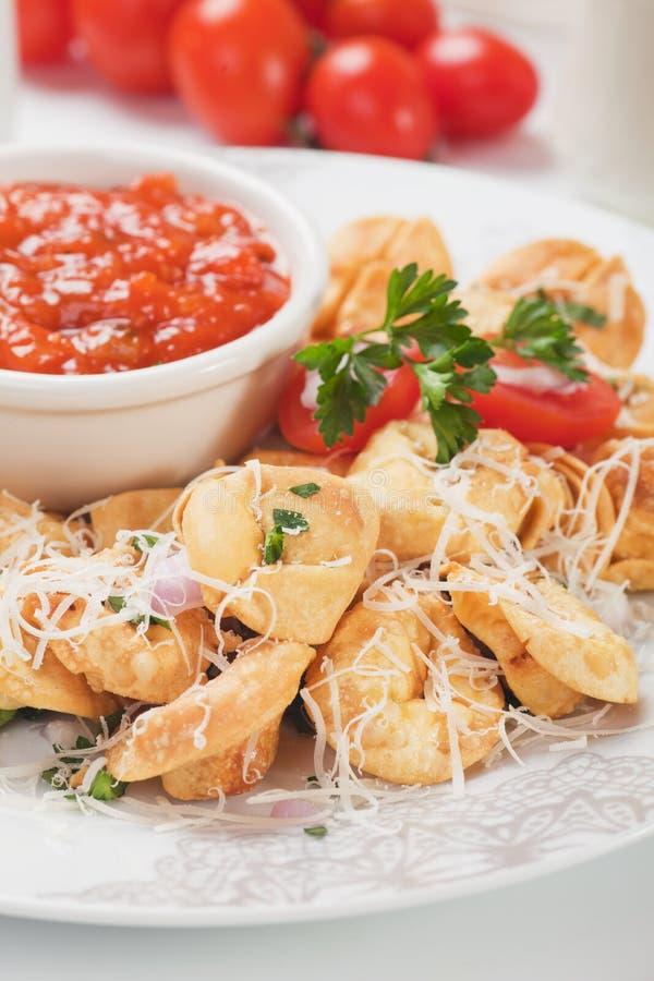 Τηγανισμένα ζυμαρικά tortellini στοκ εικόνες με δικαίωμα ελεύθερης χρήσης