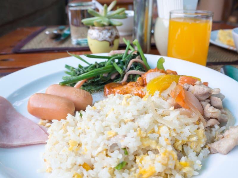 Τηγανισμένα πρόγευμα ταϊλανδικά τρόφιμα ρυζιού στοκ εικόνα
