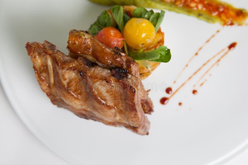 Τηγανισμένα πλευρά χοιρινού κρέατος στοκ εικόνα με δικαίωμα ελεύθερης χρήσης