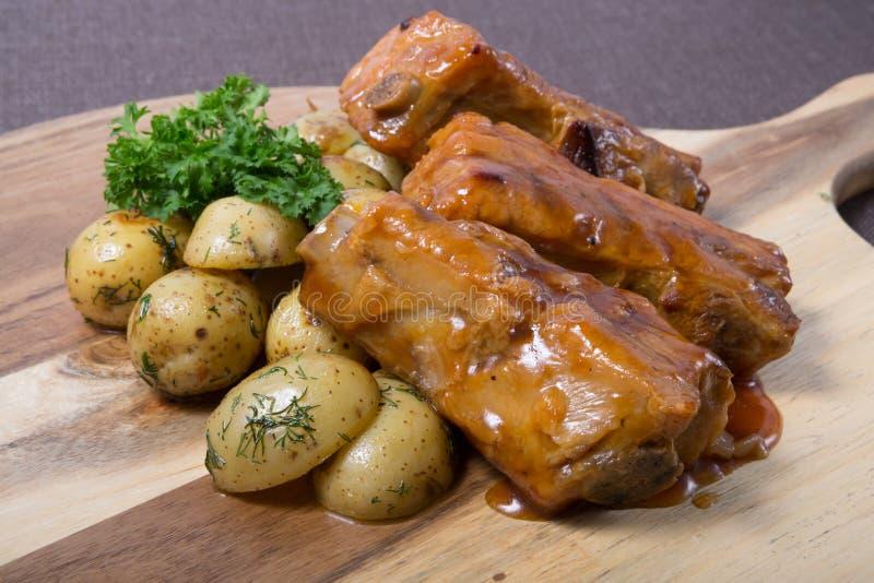 Τηγανισμένα πλευρά χοιρινού κρέατος στοκ φωτογραφία