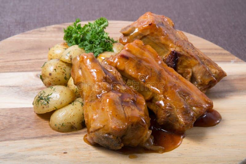 Τηγανισμένα πλευρά χοιρινού κρέατος στοκ εικόνες με δικαίωμα ελεύθερης χρήσης