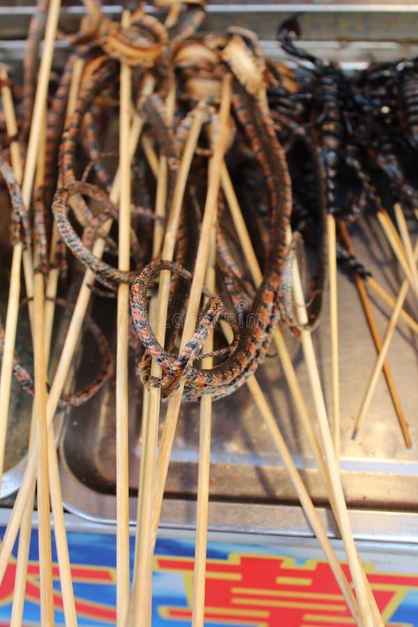 Τηγανισμένα φίδια για την πώληση στοκ εικόνα