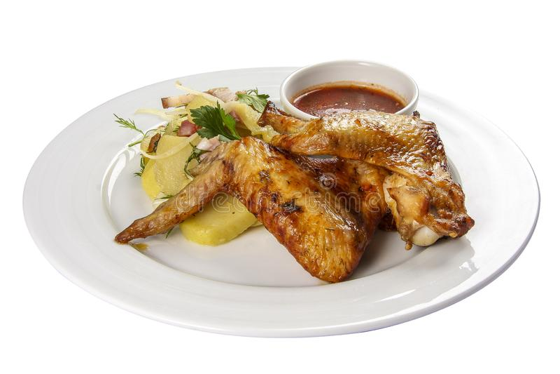 Τηγανισμένα φτερά κοτόπουλου με τις πατάτες στοκ εικόνα