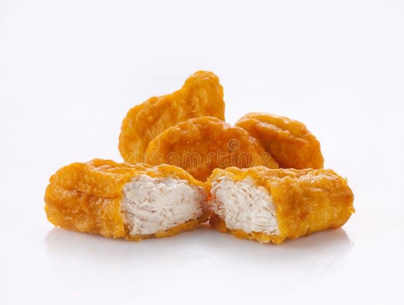 Τηγανισμένα ψήγματα κοτόπουλου που απομονώνονται στο λευκό στοκ εικόνα με δικαίωμα ελεύθερης χρήσης