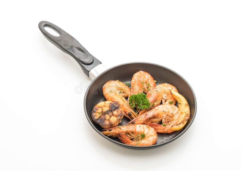 τηγανισμένες γαρίδες με το σκόρδο και το λεμόνι στοκ εικόνα