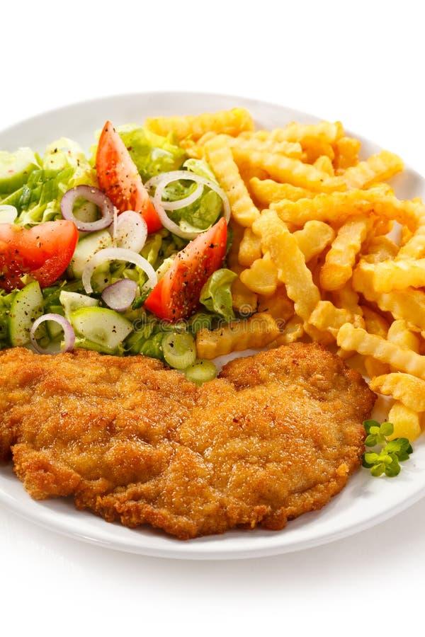 Τηγανισμένες κρέας και τηγανιτές πατάτες στοκ εικόνες