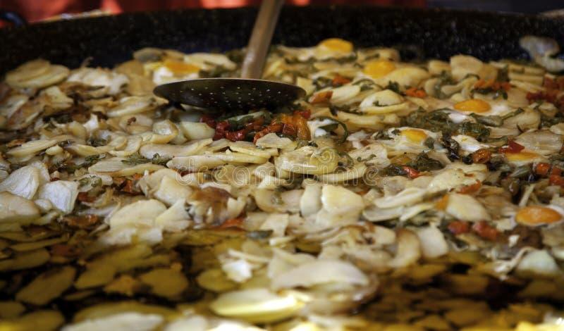 Τηγανισμένες πατάτες με τα πιπέρια στοκ εικόνες
