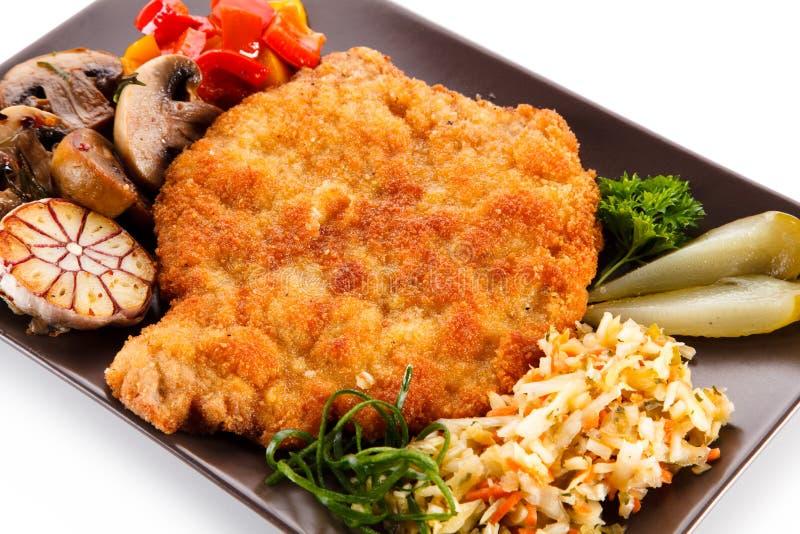 Τηγανισμένη μπριζόλα χοιρινού κρέατος με τα λαχανικά στοκ εικόνες