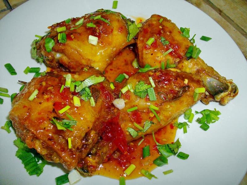 Τηγανισμένη σάλτσα τσίλι κοτόπουλου στοκ εικόνες