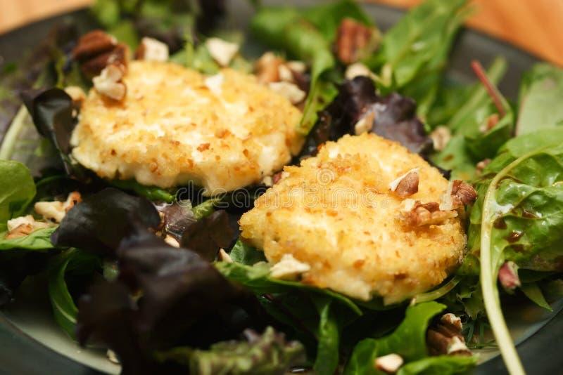 τηγανισμένη τυρί σαλάτα αι&gam στοκ φωτογραφία με δικαίωμα ελεύθερης χρήσης