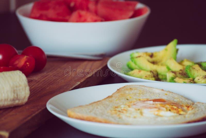 Τηγανισμένο αυγό στο πρόγευμα ψωμιού στοκ φωτογραφία με δικαίωμα ελεύθερης χρήσης
