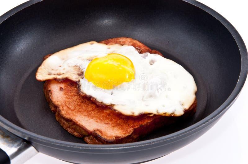 τηγανισμένο αυγό skillet κρέατος φραντζολών στοκ φωτογραφία με δικαίωμα ελεύθερης χρήσης