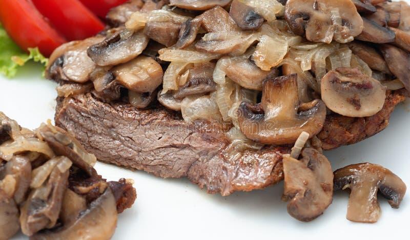 Τηγανισμένο βόειο κρέας με τα μανιτάρια στοκ φωτογραφία με δικαίωμα ελεύθερης χρήσης