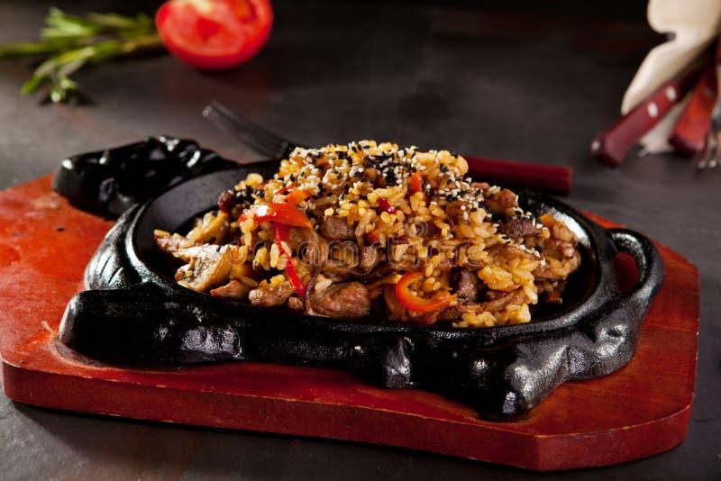 τηγανισμένο βόειο κρέας ρύ&ze στοκ εικόνες
