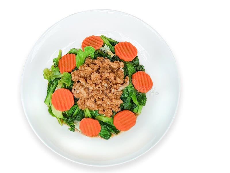 Τηγανισμένο κινεζικό κατσαρό λάχανο με τις μπριζόλες χοιρινού κρέατος, που απομονώνονται στο άσπρο backgroun στοκ φωτογραφίες με δικαίωμα ελεύθερης χρήσης