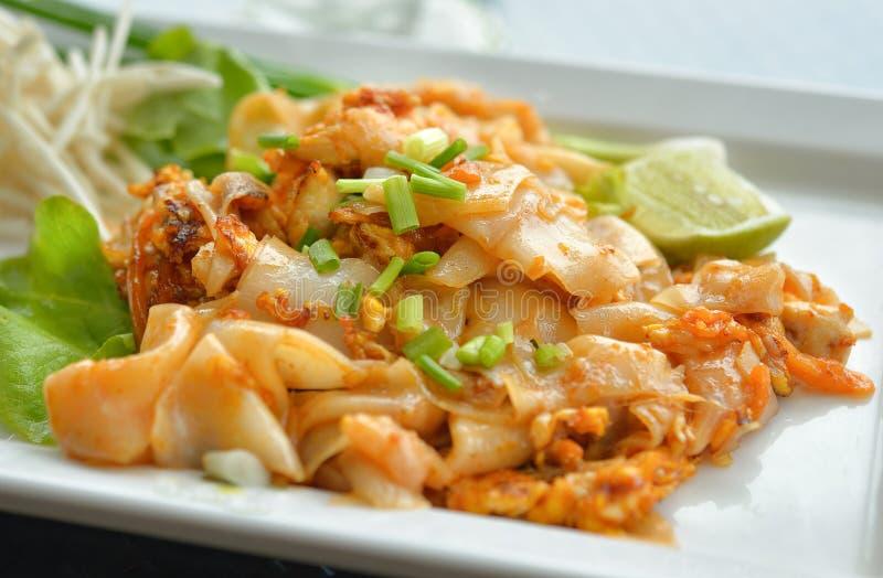 τηγανισμένο κοτόπουλο noodle & στοκ φωτογραφίες με δικαίωμα ελεύθερης χρήσης