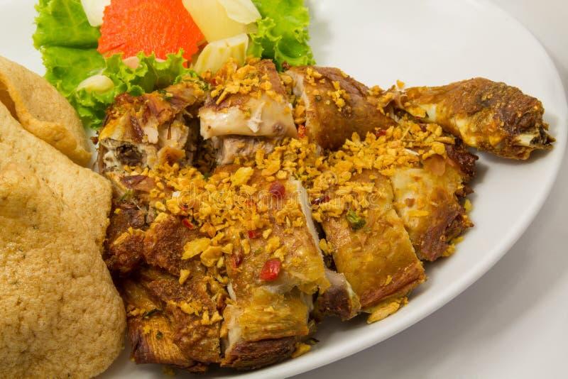 Τηγανισμένο κοτόπουλο με το σκόρδο στοκ εικόνες