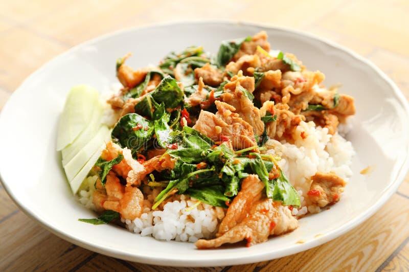 Τηγανισμένο ρύζι με το χοιρινό κρέας βασιλικού στοκ φωτογραφία με δικαίωμα ελεύθερης χρήσης