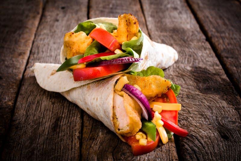 Τηγανισμένο σάντουιτς περικαλυμμάτων κοτόπουλου στοκ φωτογραφίες