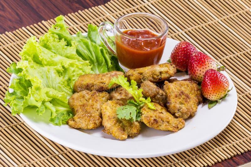 Τηγανισμένο χοιρινό κρέας με το καθαρό λαχανικό στοκ εικόνες με δικαίωμα ελεύθερης χρήσης