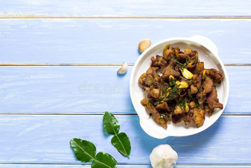 Τηγανισμένο χοιρινό κρέας στο πιάτο στοκ εικόνες