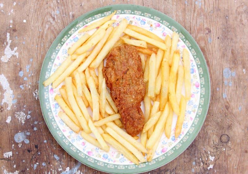 Τηγανισμένο χρυσό πόδι κοτόπουλου με τις τηγανιτές πατάτες στοκ εικόνες με δικαίωμα ελεύθερης χρήσης