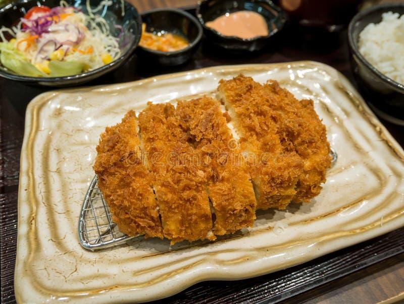 Τηγανισμένο cutlet χοιρινού κρέατος με την πλήρωση τυριών στοκ εικόνες