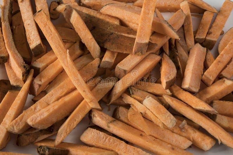 Τηγανιτές πατάτες σωρών φιαγμένες από γλυκιά πατάτα στοκ φωτογραφία με δικαίωμα ελεύθερης χρήσης