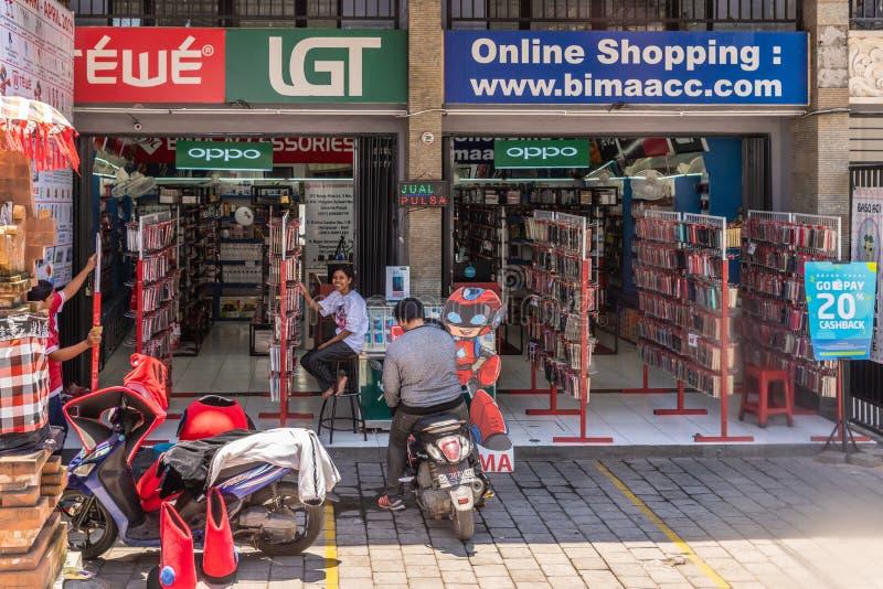 Τηλέφωνο και κατάστημα ηλεκτρονικής σε Denpasar, Μπαλί Ινδονησία στοκ φωτογραφίες