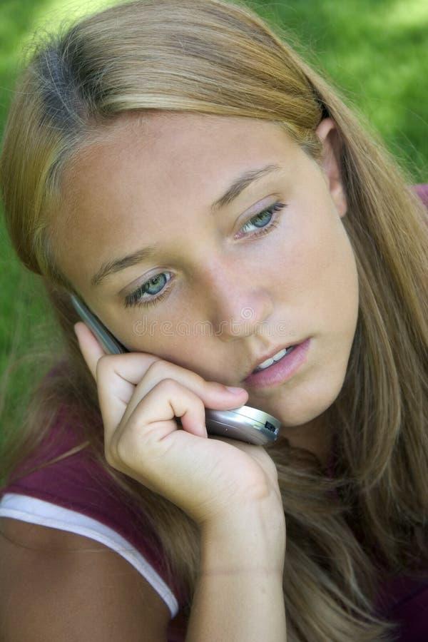 τηλέφωνο κοριτσιών στοκ φωτογραφία με δικαίωμα ελεύθερης χρήσης