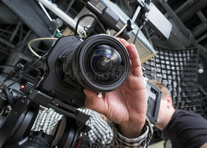 Τηλεοπτική κάμερα σε ένα στούντιο στοκ εικόνα