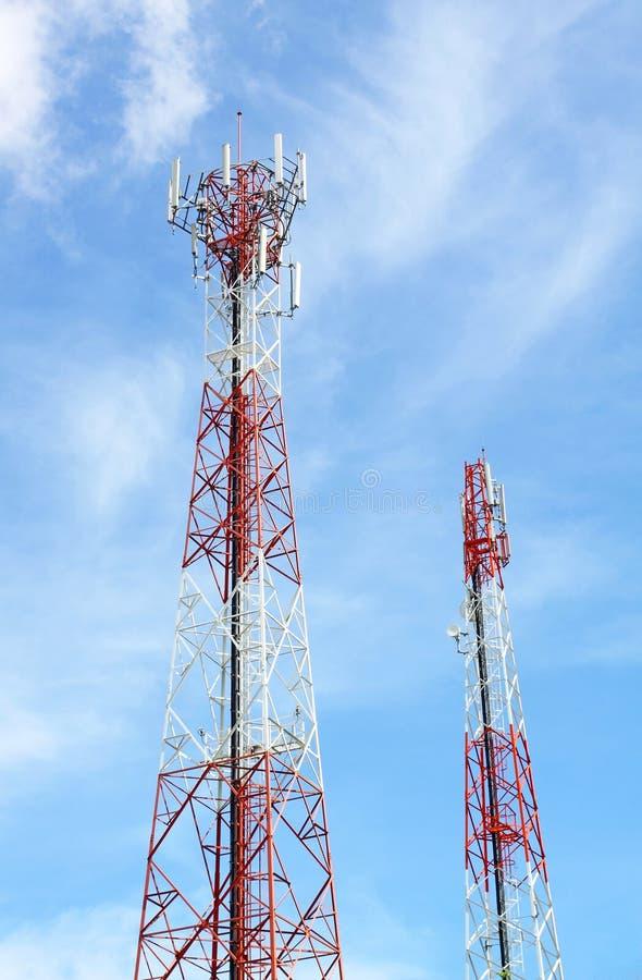 τηλεφωνικοί πύργοι επικ&omi στοκ φωτογραφία με δικαίωμα ελεύθερης χρήσης