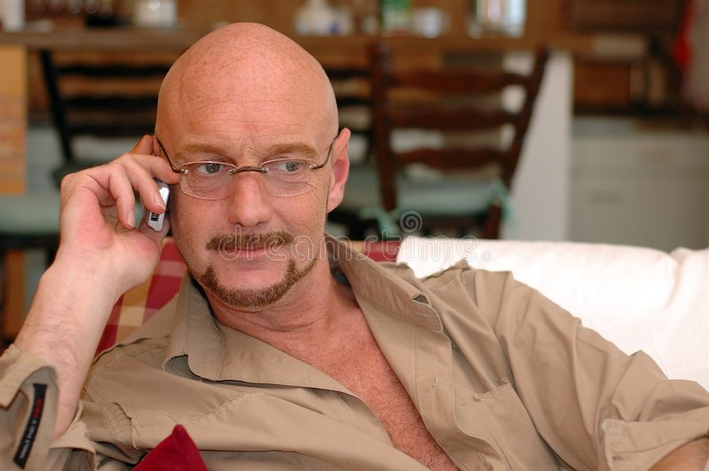Download τηλεφωνικό τηλεφώνημα κυ& στοκ εικόνες. εικόνα από καναπές - 111720